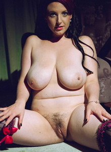 Natural pale redhead nude